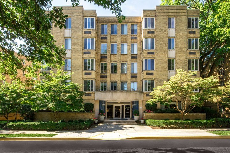 2800-Woodley-apartments-with-move-in-specials